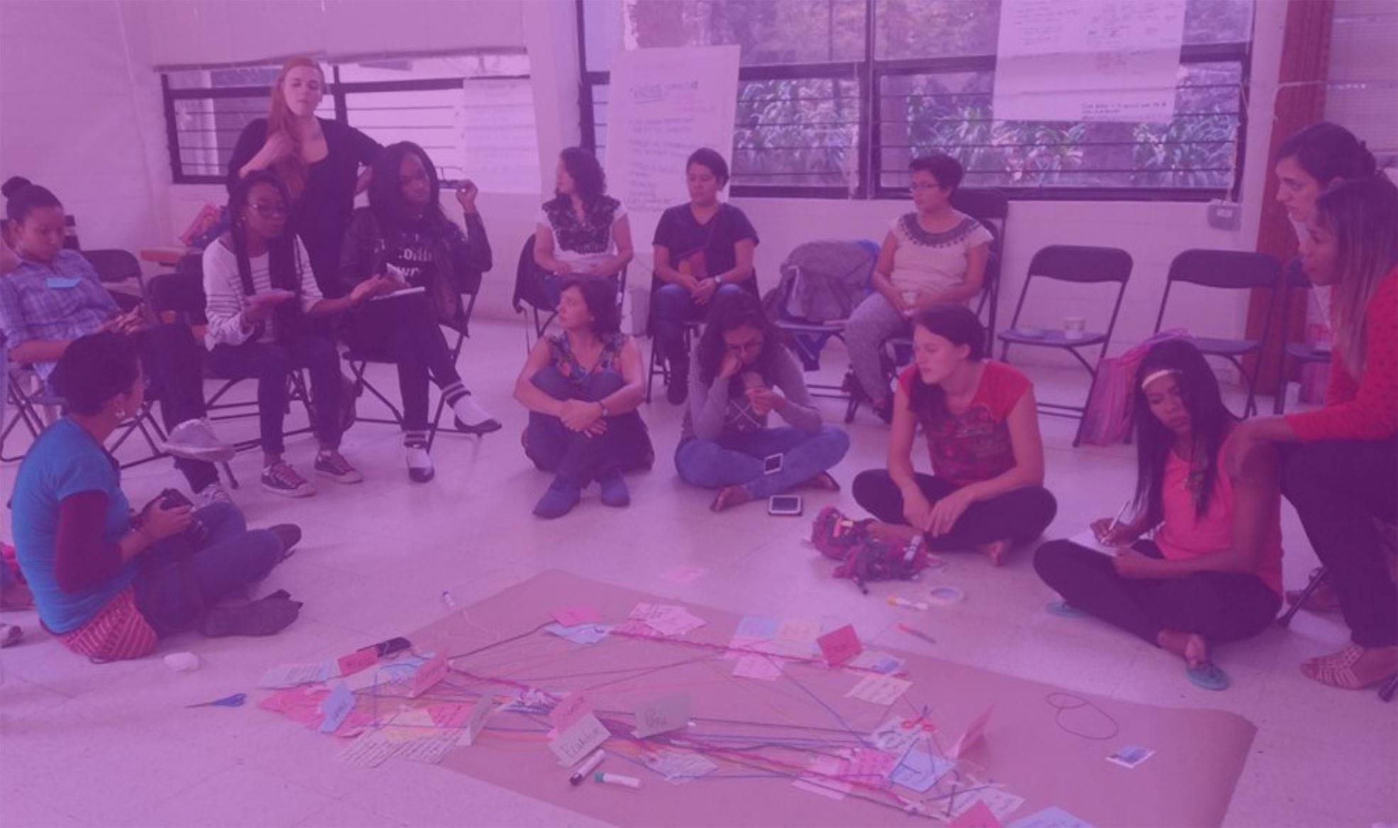 El modelo de concesión participativa de subvenciones empodera a mujeres jóvenes, chicas y jóvenes trans